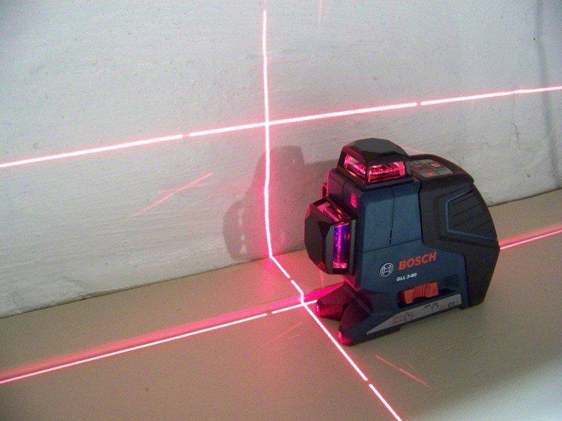 Использование лазерного уровня для выравнивания пола