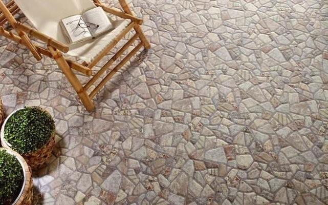 Отдельные разновидности керамогранита отлично имитируют камень, как эта например