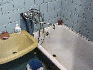 Советская квартира. Унылая голубая плитка и некрасивые швы