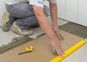 Укладка плитки на пол