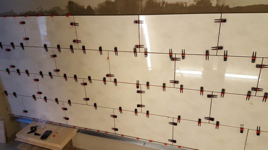 Укладка плитку на стену с СВП
