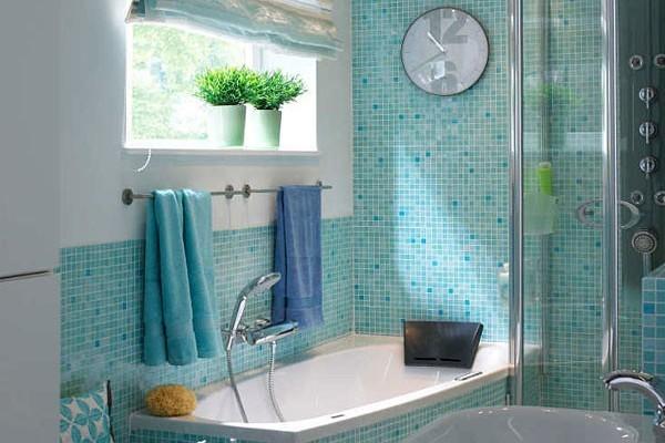 Голубой - традиционный цвет оформление ванной. Создает спокойную и умиротворенную атмосферу, поэтому так популярен