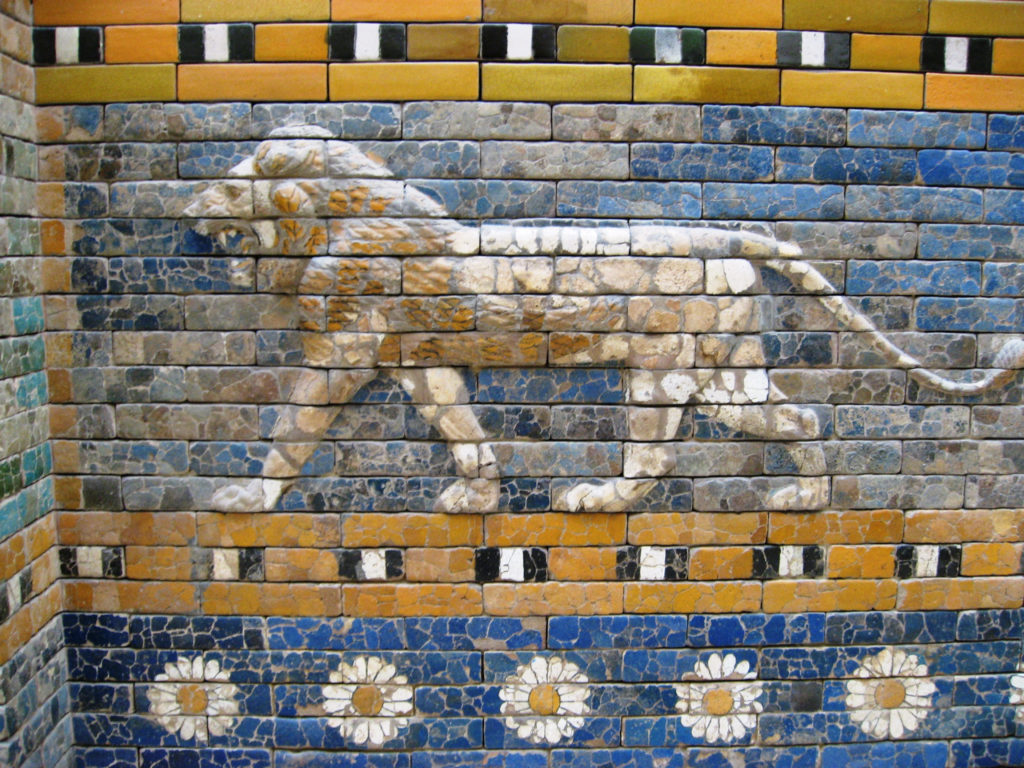 Керамическая плитка в древние времена. Красивое художественное оформление в былые времена