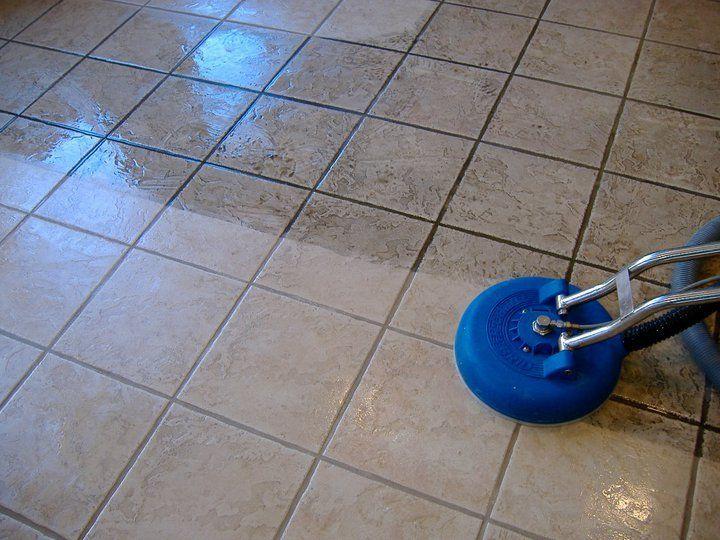 Моем плитку на полу
