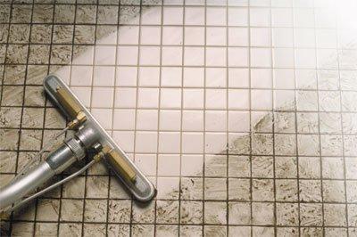 Аккуратная чистка кафельной плитки