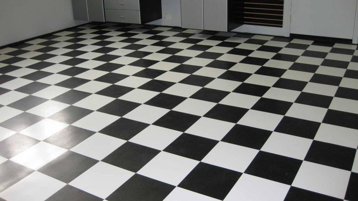 Черно-белая плитка. Шахматный вид.