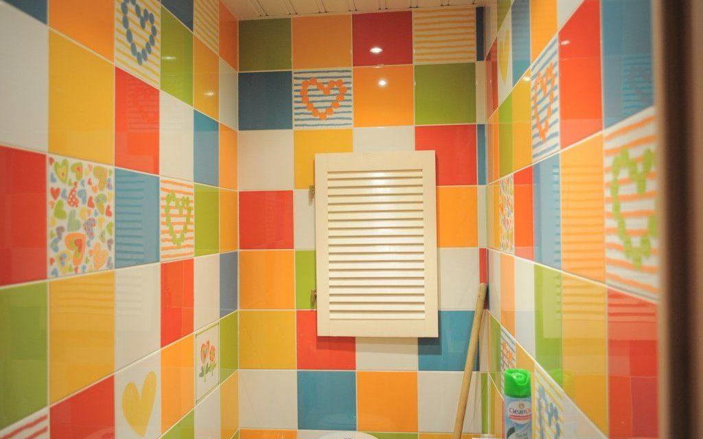 Плитка может иметь совершенно разный окрас, поэтому основная задача это создать гармонию