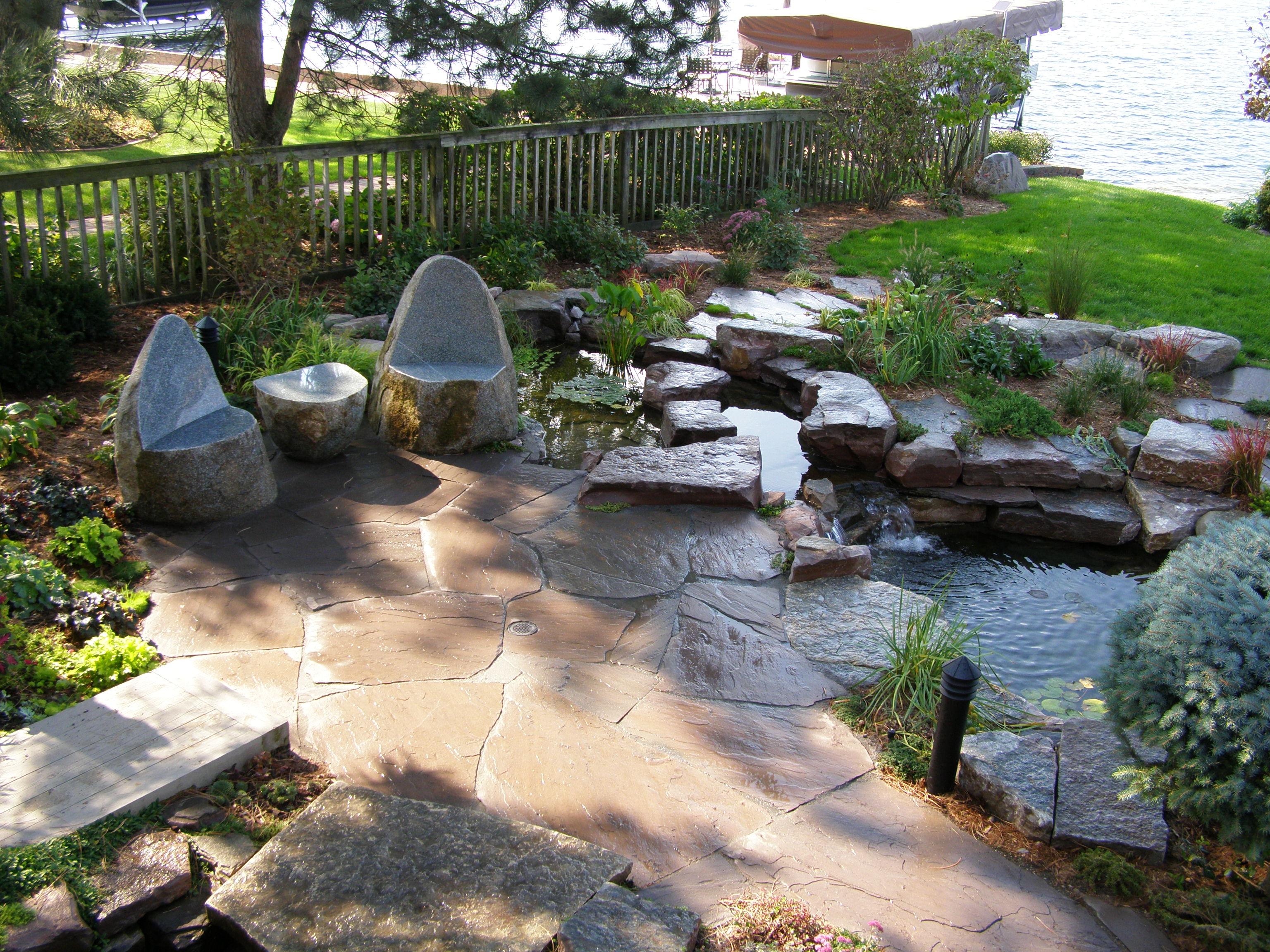 двор из натурального камня