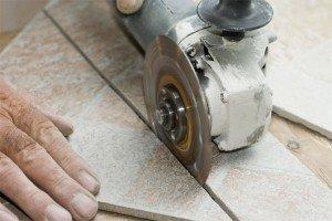 Как мы видим резать плитку имея навык можно очень даже ровно