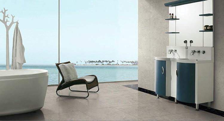 комната с красивой плиткой и видом на море