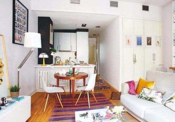 красивое помещение выложенное плиткой