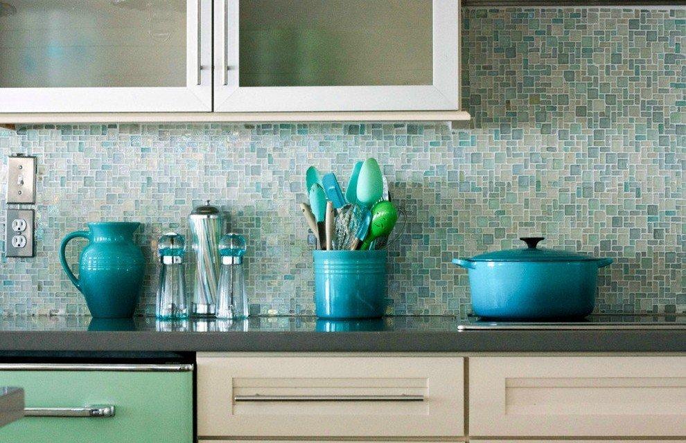 кухня с красиво уложенной плиткой