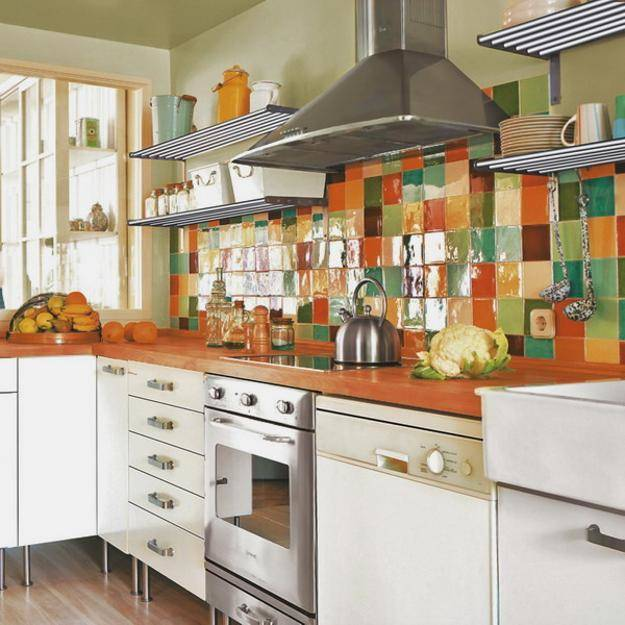 Кухня уложенная плиткой