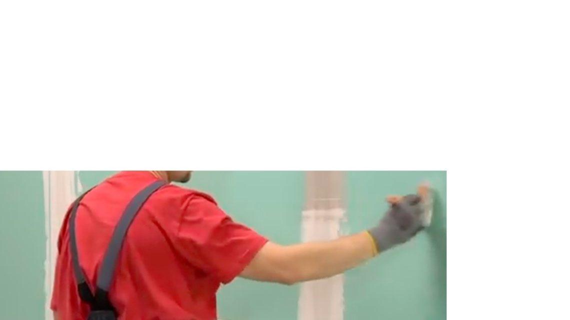 Нанесите грунтовку кистью тонким слоем по всей поверхности стен.