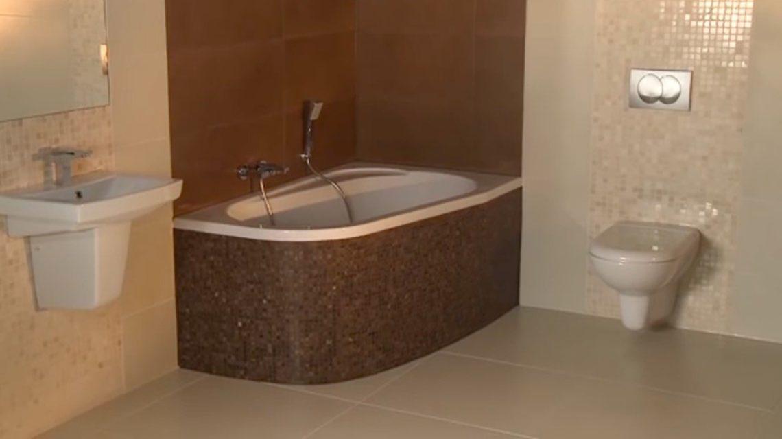 Привлекательное оформление плиткой ванной комнаты. Все смотрится очень гармонично и не вычурно