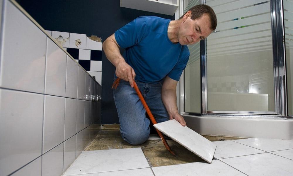 Особенности демонтажа плитки