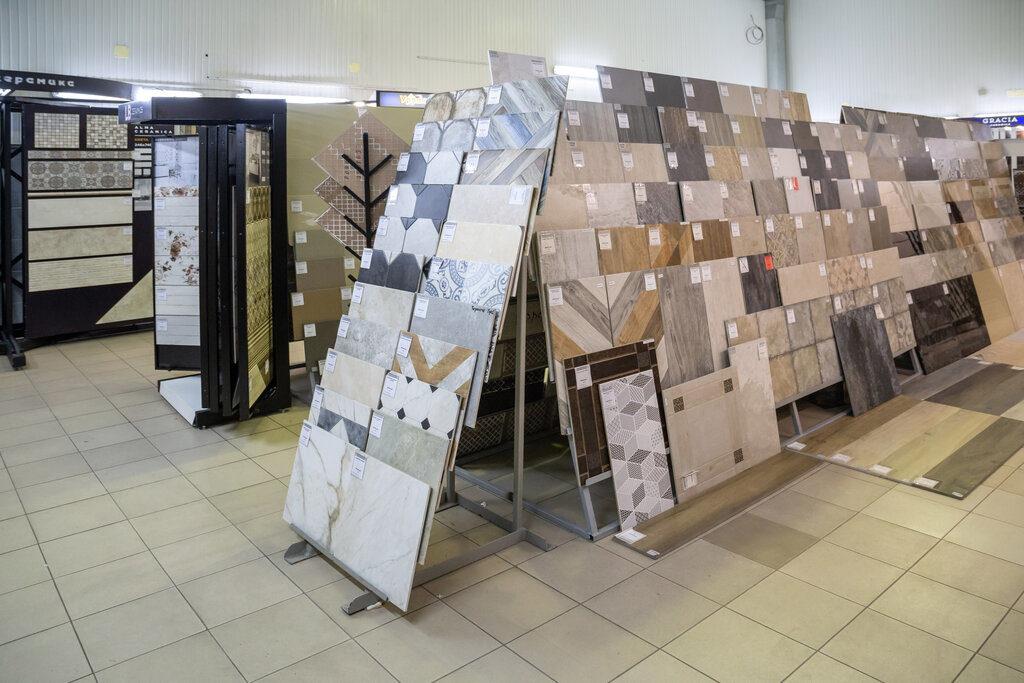 Проверка качества плитки в магазине