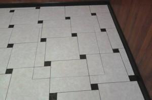 Черно-белый вариант укладки плитки со смещением