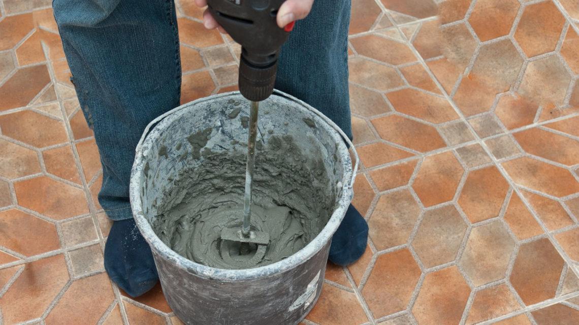 смешивание плиточного клея