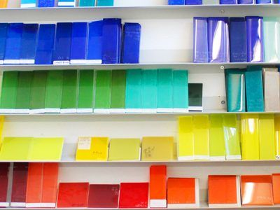 Яркие варианты стеклянной плитки