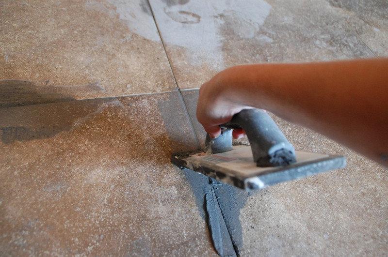 заделывание швов цементной затиркой