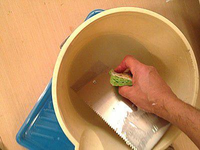 мытье зубчатого шпателя